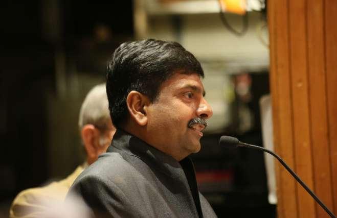 side view of Rev. Abhi Janamanchi speaking at the Cedar Lane pulpit